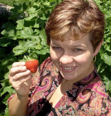 kiviristheadshotstrawberry3x3highres-373x389